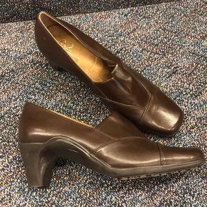"Aerosoles A2 ""last kiss"" brown heels"
